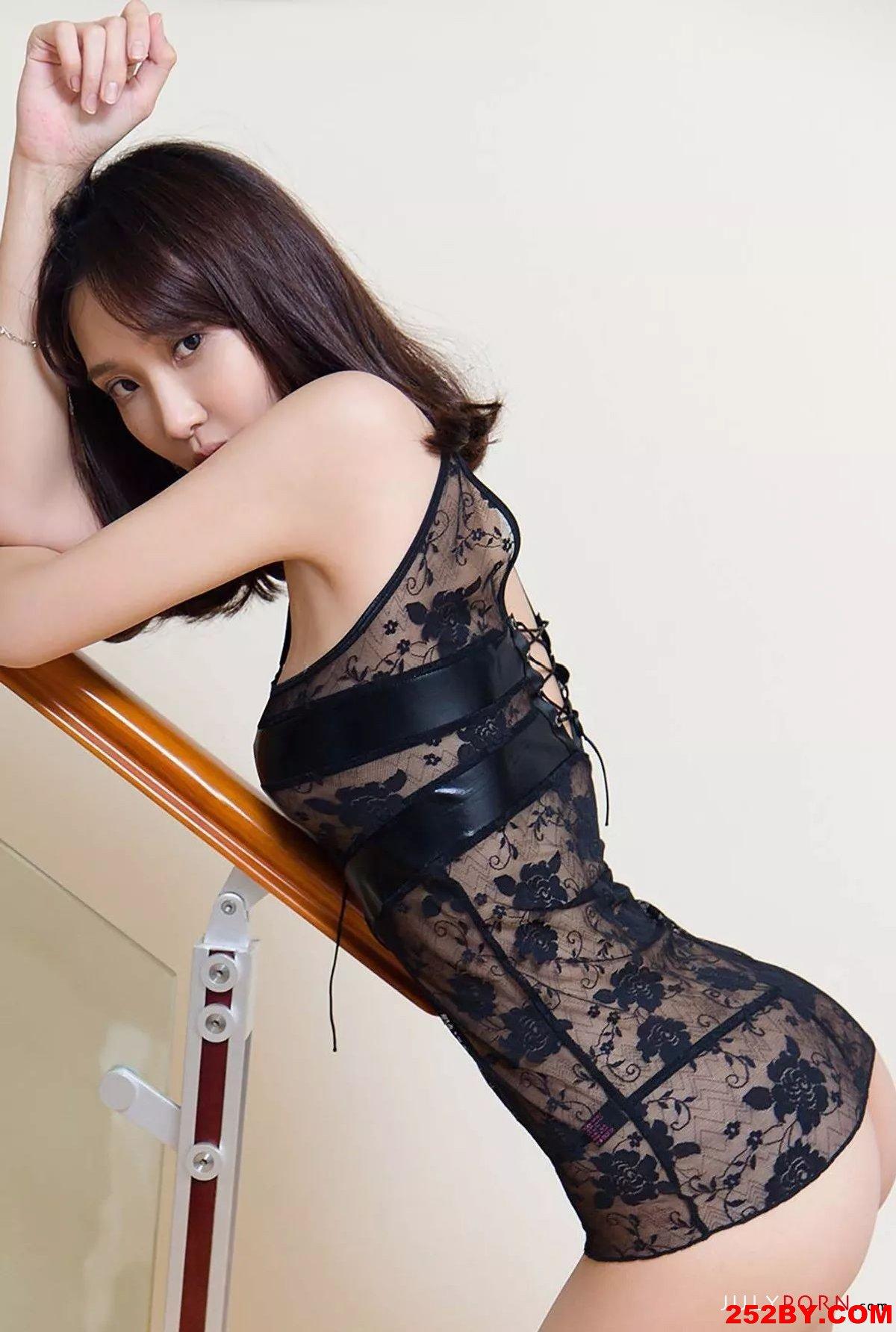 大长腿美女蕾丝豹纹写真