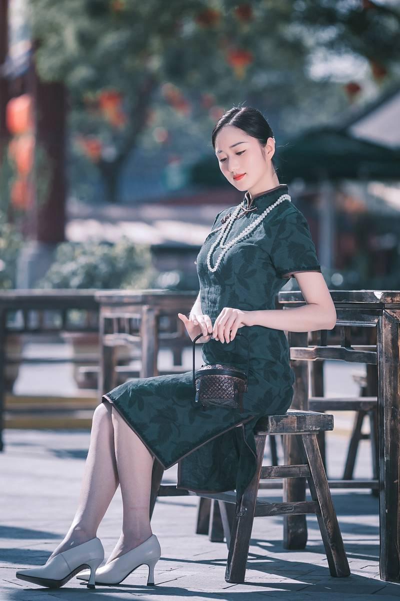 古典旗袍美女晓茜秀傲人事业线