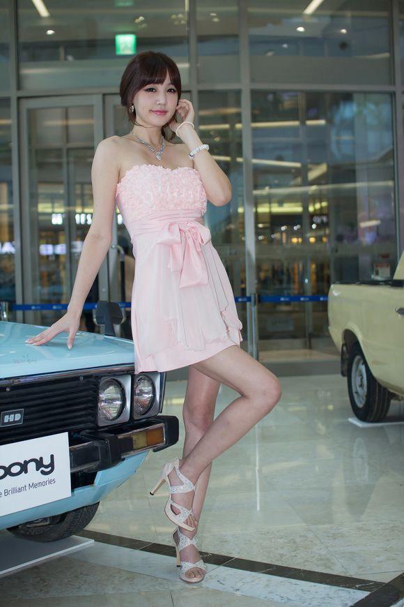 超短裙玉腿美女车模