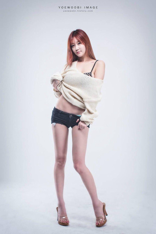 韩国长腿美女热裤搔首弄姿秀美腿