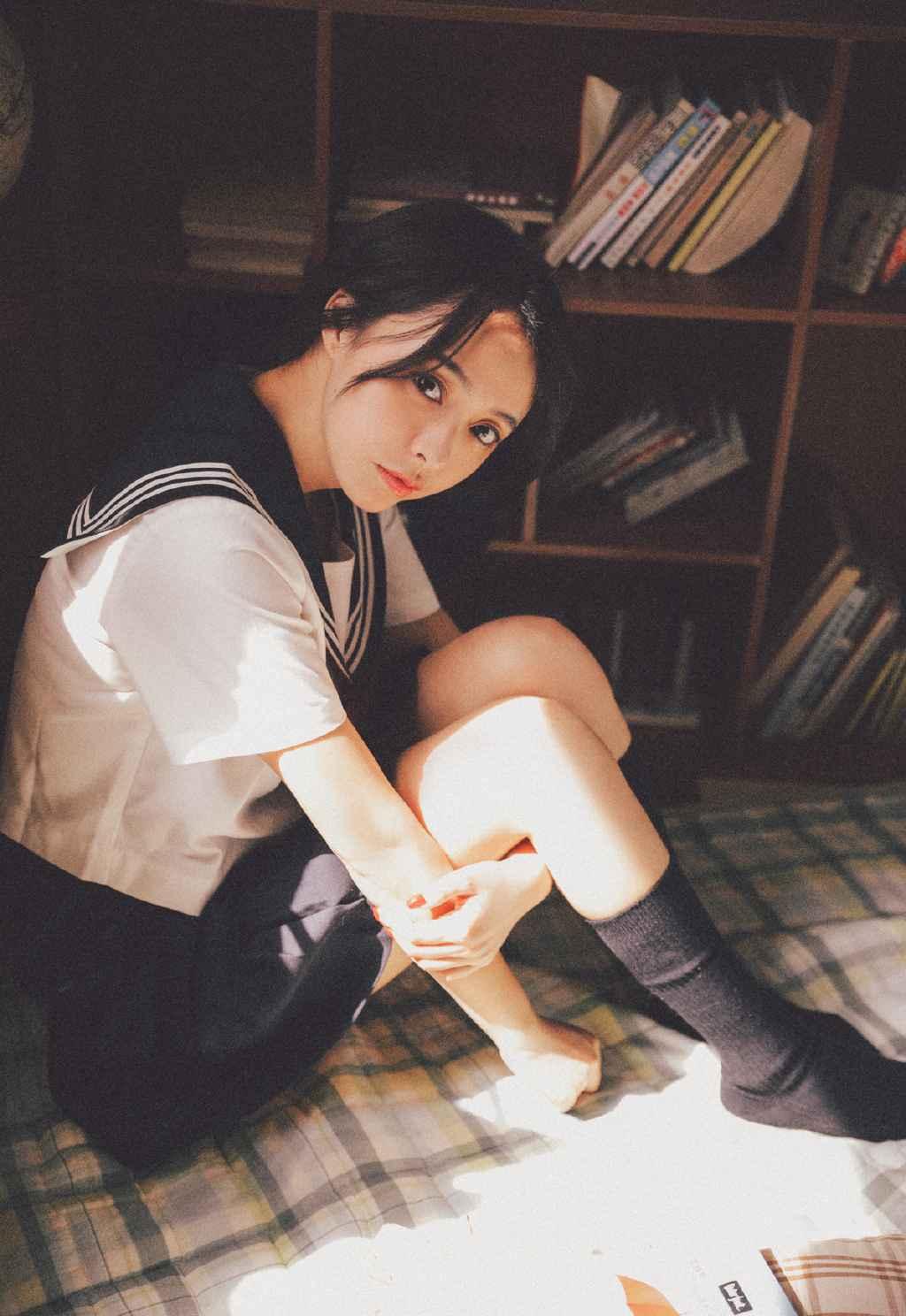 90后清纯jk制服美女柔顺短发迷人电眼生活照写真